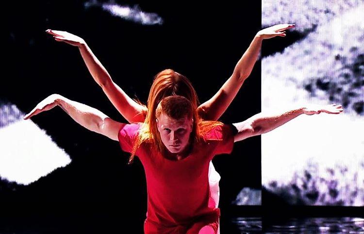 Евгений Смирнов стал широко известен благодаря участию в нескольких танцевальных телепроектах.