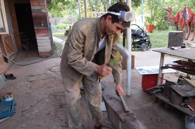 Наковальня, молоток и руки мастера – все, что нужно для рождения шедевра