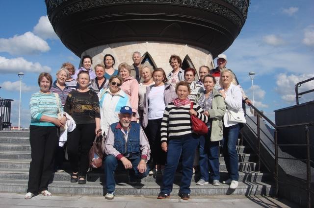 При поддержке профсоюзного комитета компании они побывали с экскурсиями в Челябинске, Тюмени, а в этом году в Казани.