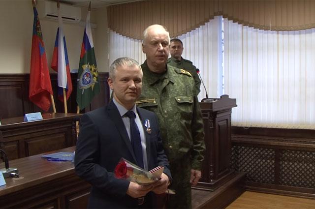 Александр Бастрыкин наградил Фарзона Салимова.