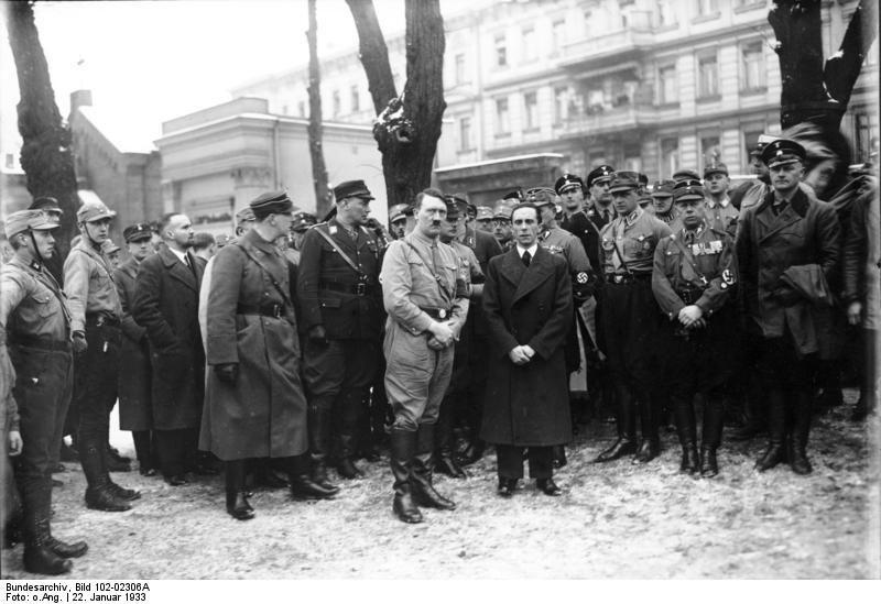 Лидеры нацистов у могилы Весселя, 1933 год.