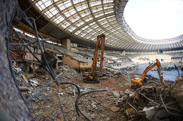 Работы по демонтажу внутренних конструкций стадиона Лужники . 24 марта 2014 года