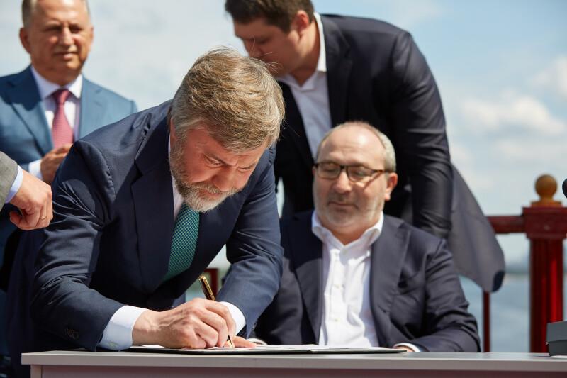 Новинский подписал Меморандум