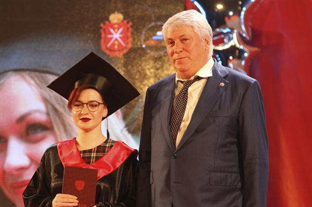 Ректор ТулГу Михаил Грязев вручил дипломы магистрантам