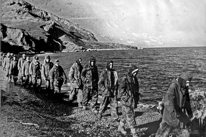 Колонна пленных немцев. Крым, 1944 год