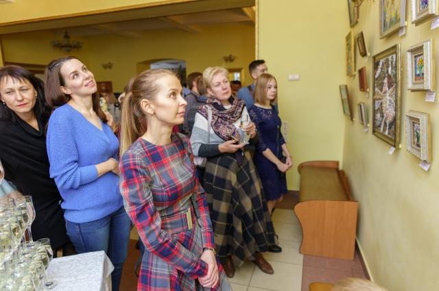 На выставке собрались ценители искусства