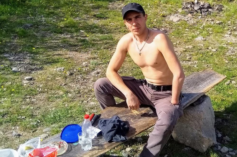 Владимир Тимофеев стал плотником, несмотря на тяжелую травму.
