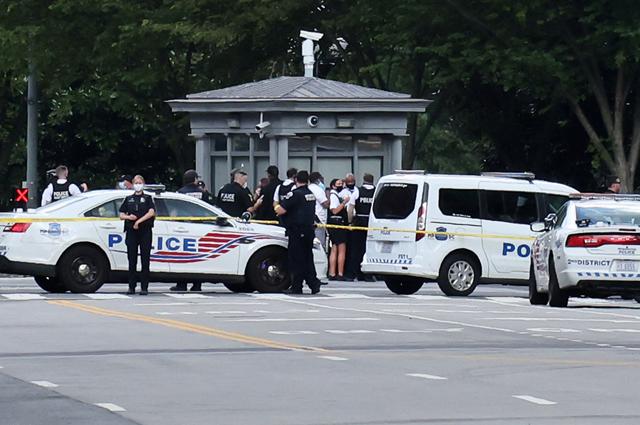 Полиция у Белого дома после инцидента со стрельбой.