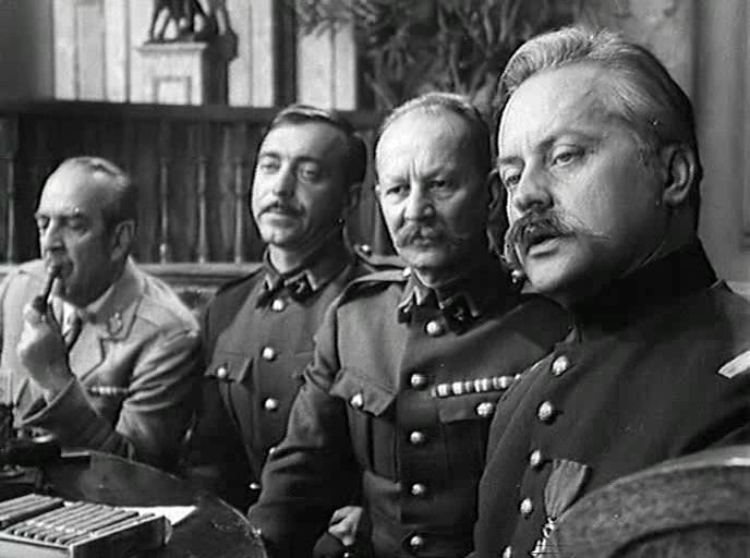 Глеб Плаксин (крайний справа) вфильме «Адъютант его превосходительства» (1969).