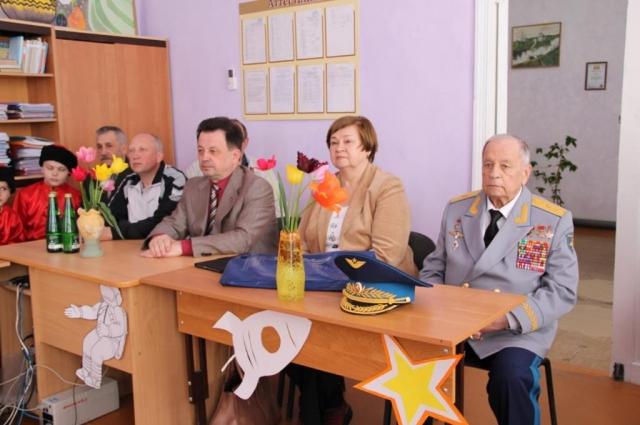 Виктор Горбатко на встрече с учениками.