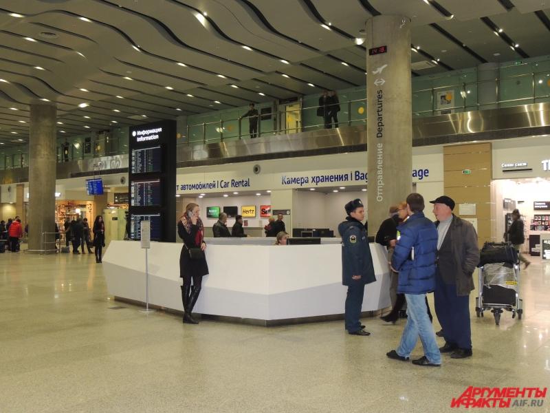 Сотрудники МЧС оказывали родственникам пассажиров рейса психологическую помощь.