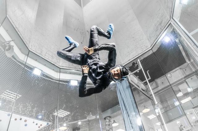 В воздухе спортсмен умеет совершать невероятные трюки.