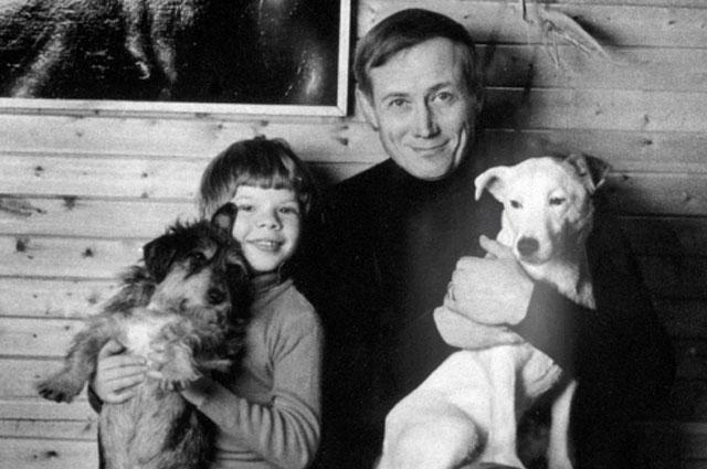 Поэт Евгений Евтушенко (справа) с сыном. 01.09.1989