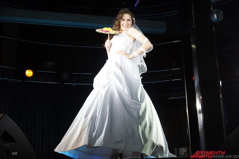 Дефиле-визитка в свадебных платьях.