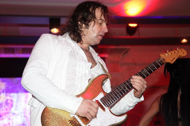 Гитарист Виктор Зинчук