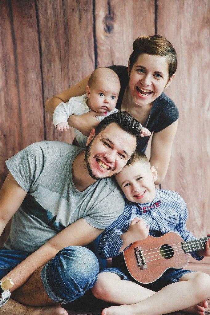 Алёна Поль со своей семьёй.