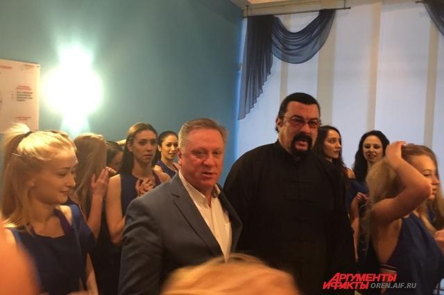 Стивет Сигал и президент Оренбургской Областной Федерации баскетбола
