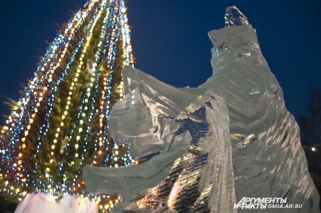 Главная городская ёлка - в парке им. 30-летия ВЛКСМ.