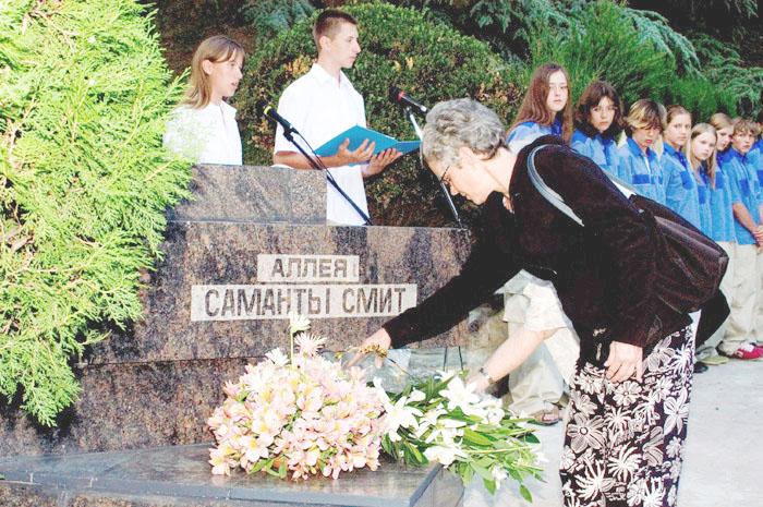 Джейн Смит после гибели дочери и мужа не раз приезжала в Артек.