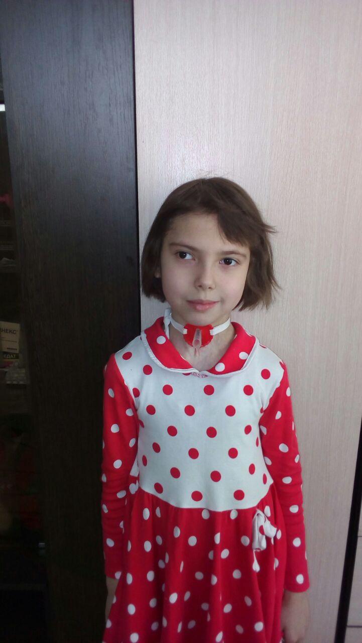 Даша хочет учиться в школе,  а не дома