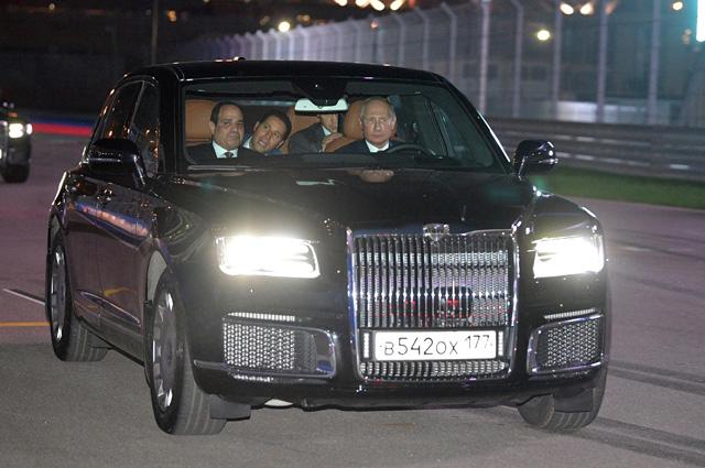 Накануне заседания Валдайского клуба наш президент прокатил египетского президента на новом правительственном лимузине «Аурус», выпущенном в рамках проекта «Кортеж».