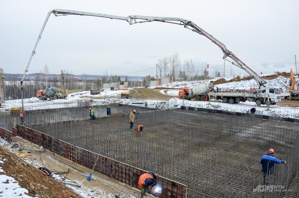 Заливка бетонного основания под карту №11 в Новоуральске (вторая очередь строитества ППЗРО).