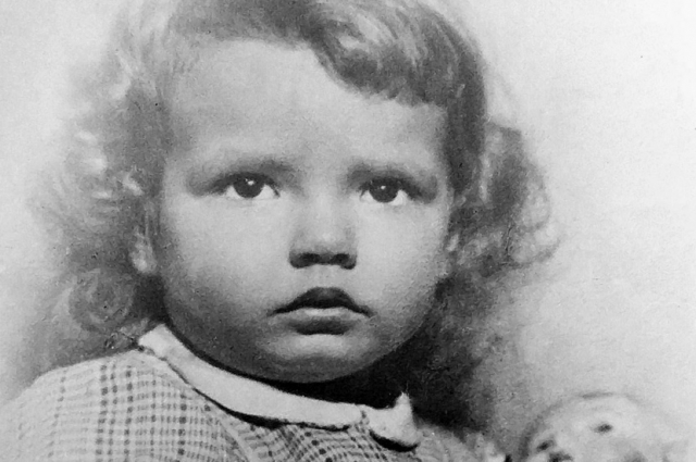 До войны Рита Баумвальдт (девичья фамилия) жила с родителями в старинном доме на Театральной площади.