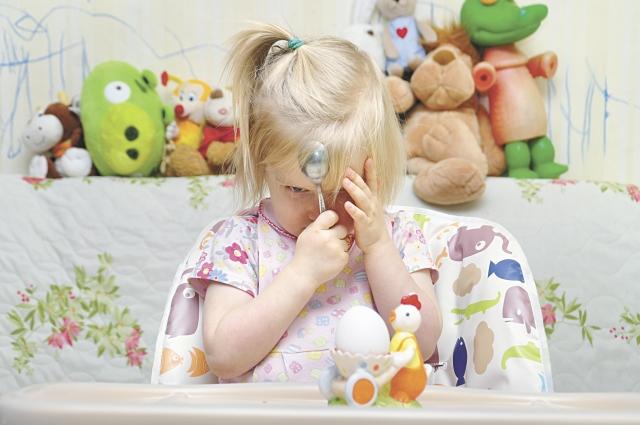Метеозависимость у детей проявляется ухудшением сна и аппетита.