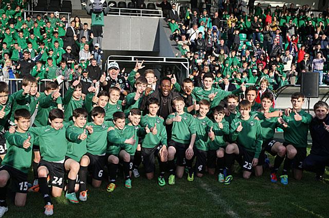 Пеле с воспитанниками Академии футбольного клуба Краснодар