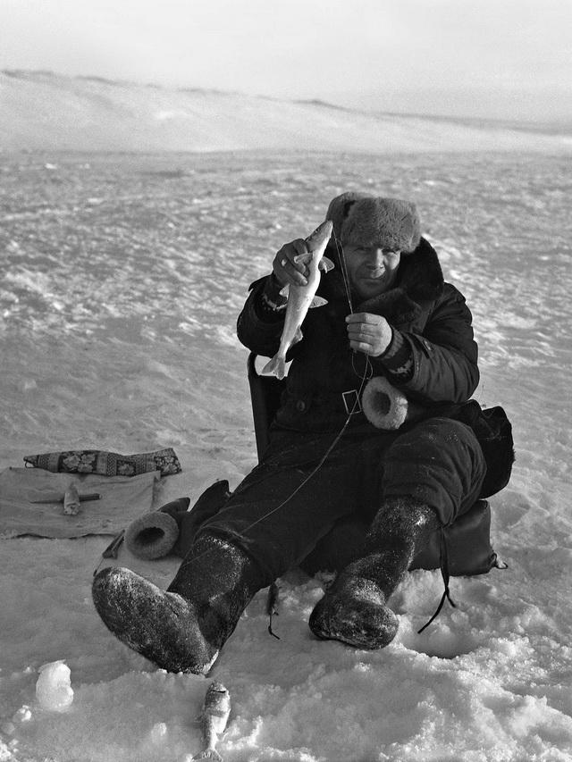 Рыбалка на корюшку на озере Большом в 80-е годы.