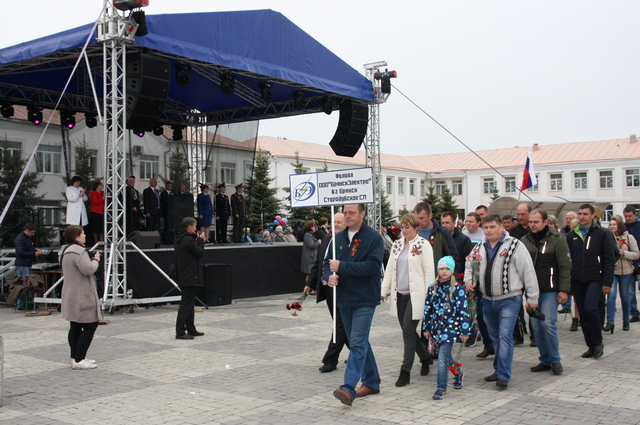 Сотрудники Стародубского СП на торжественном шествии, приуроченном к празднику Великой Победы.