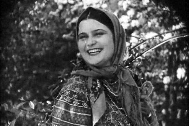 Эмма Цесарская в фильме «Бабы рязанские» (1927)