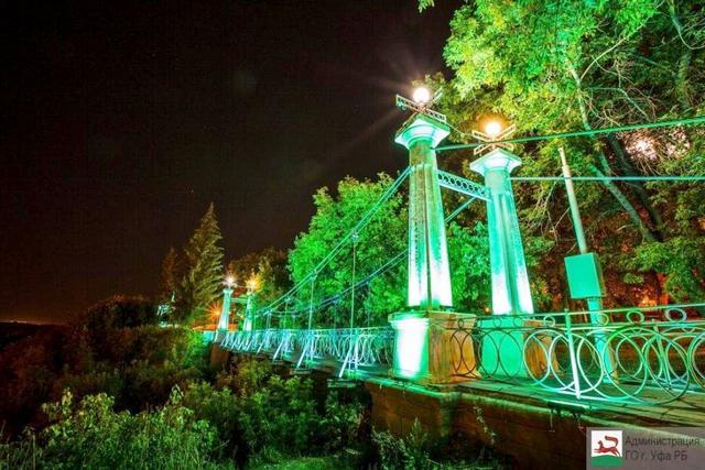 Висячий мост в саду имени Салавата.