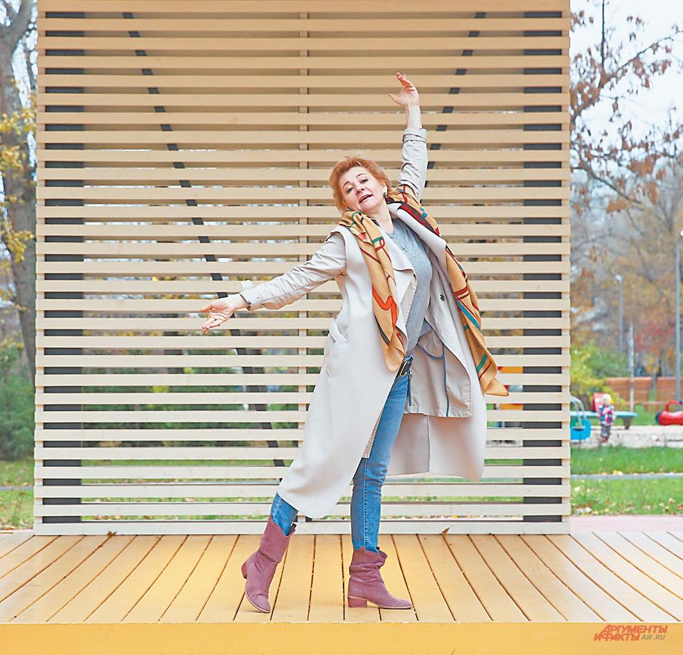«Я обожаю гулять в парке на Крылатских холмах. Здесь отдыхаю душой», – рассказывает актриса.