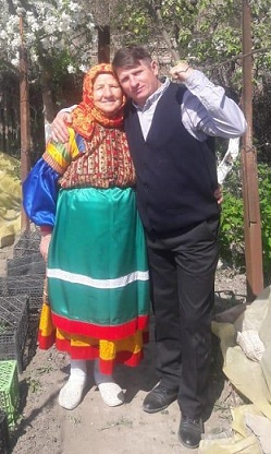 Анисья Васютова с сыном Алексеем.