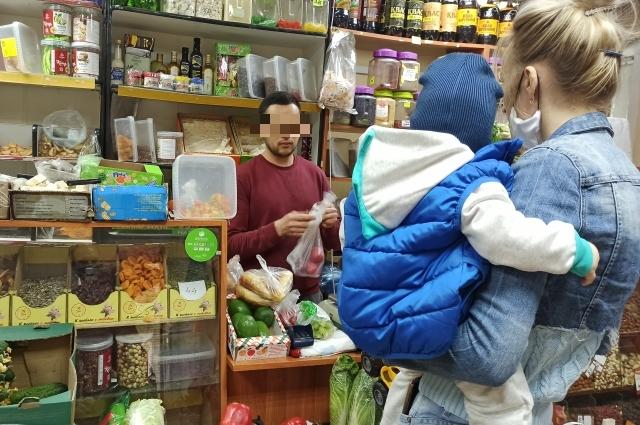 Октябрьская, 79, магазин овощей и фруктов.