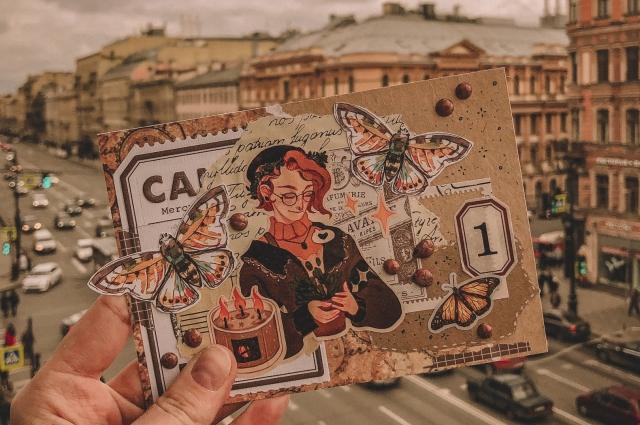 По словам Ольги, сделать красивую открытку можно из подручных материалов.