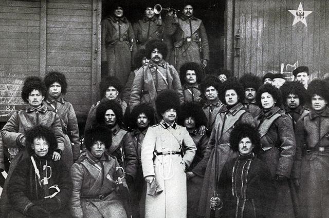 Пятиконечная звезда с орлом на вагоне воинского поезда, Российская империя, фото Виктора Буллы, 1905 год