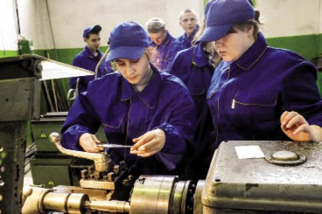 В политехническом техникуме получают профессию 300 ребят.