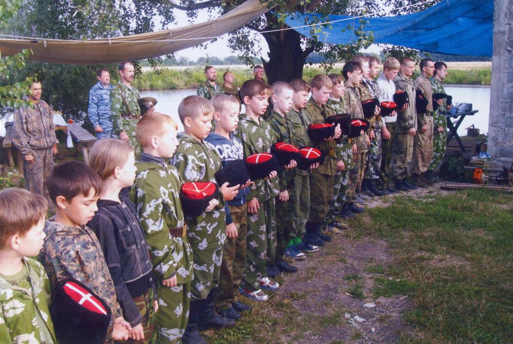 В жизни казачества принимают участие молодые.