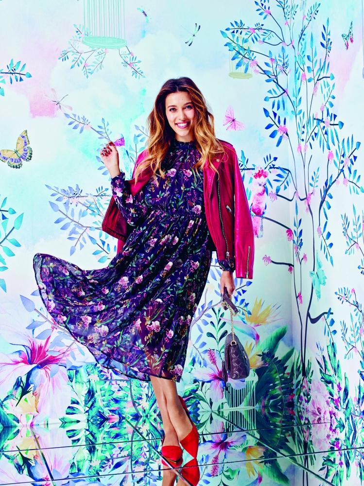 Лёгкое платье из шифона или шёлка в цветочек понравится, в первую очередь, женственным натурам.