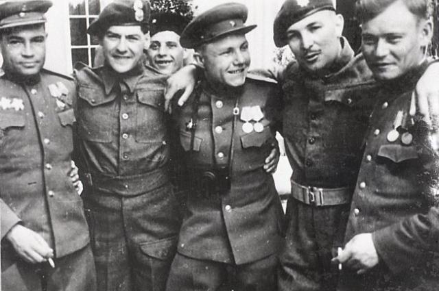 Встреча с англичанами. 1945 год.