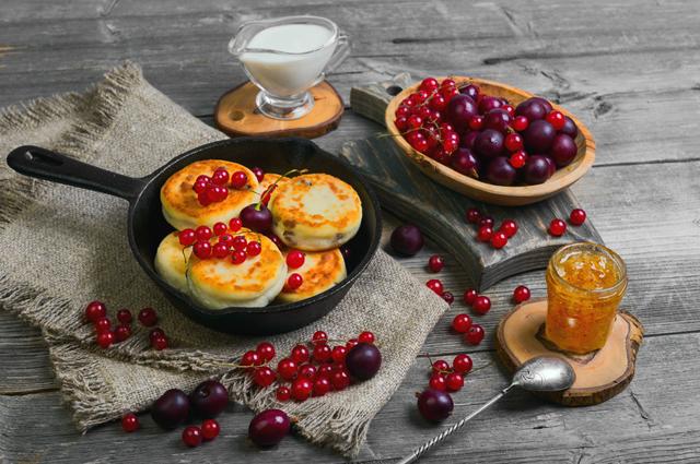 Сырники с клюквой, детский завтрак