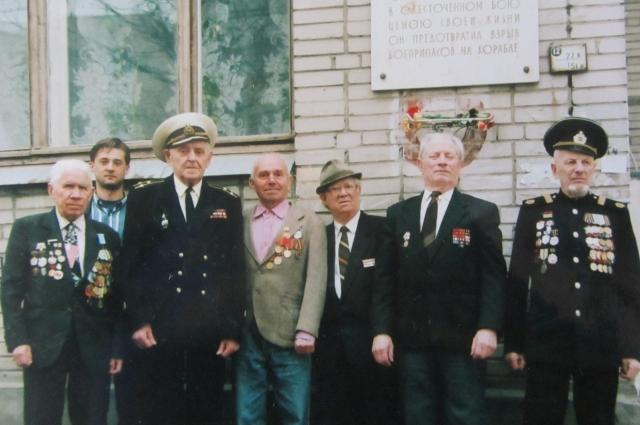 Валентин Петрович всю жизнь поддерживал связь с сослуживцами.