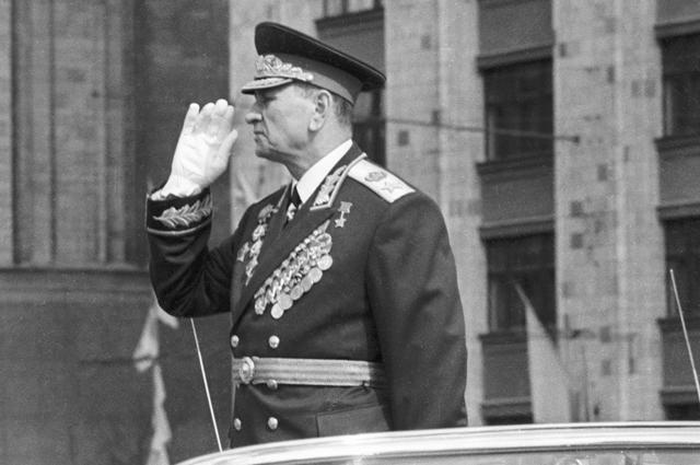 Андрей Гречко поздравляет войска с первомайским праздником.