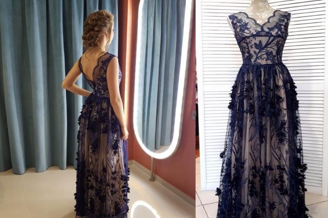 Платье выполнено в стиле «нимфа» из ткани с 3D цветами.