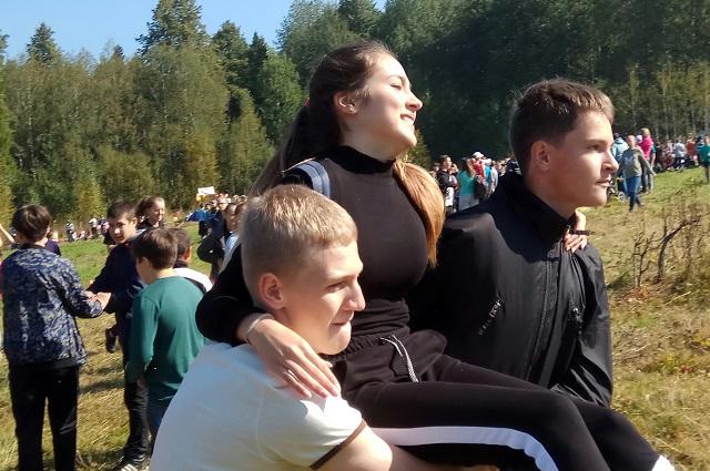 Максим с одноклассниками на турслёте.