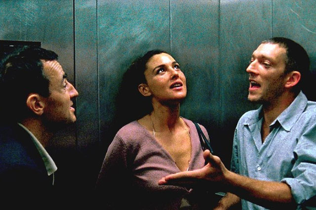 Моника Беллуччи и Венсан Кассель (справа) в фильме «Необратимость» (2002).
