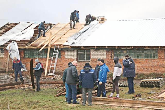 Здание конюшни требовало срочного ремонта.