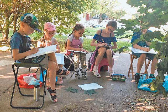 Ученики арт-студии на пленэре в родном районе Хорошёво-Мнёвники.